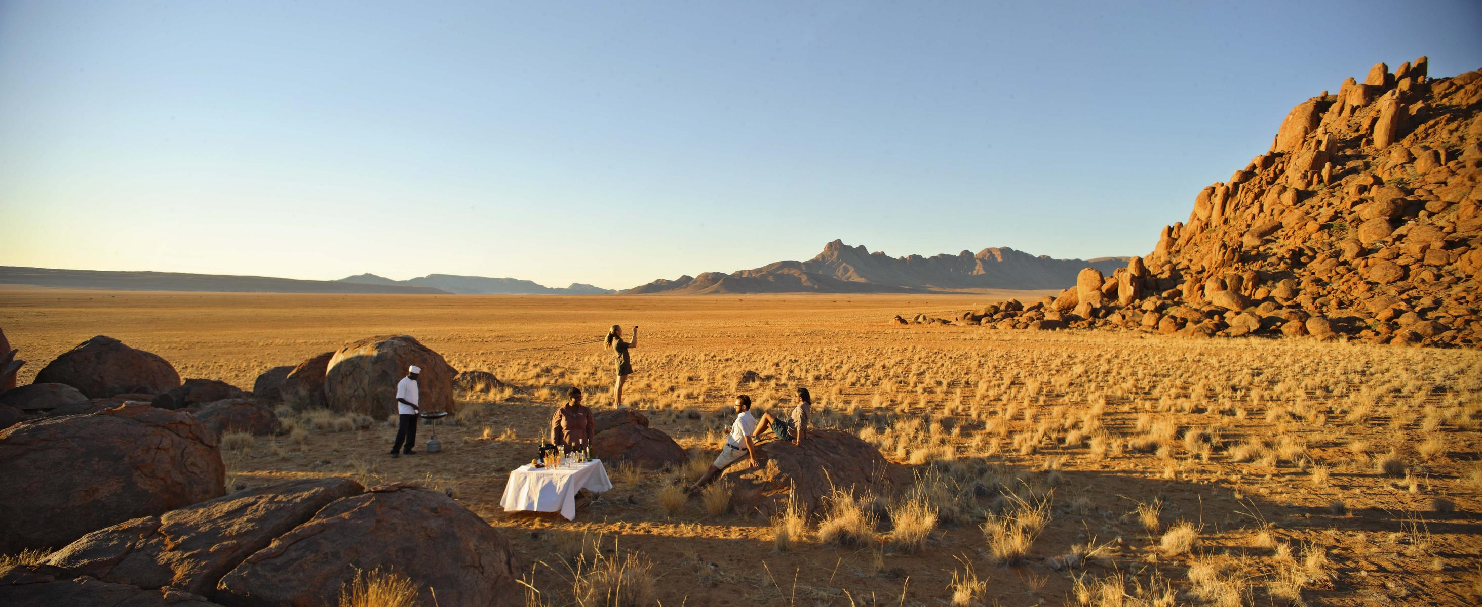 Rundreise - K1600_sossusvlei-desert-lodge-drink-stop.jpg
