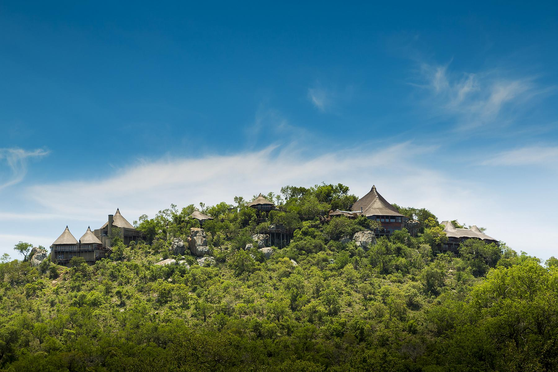 Ulusaba - K1600_view-of-rock-lodge-from-base.jpg