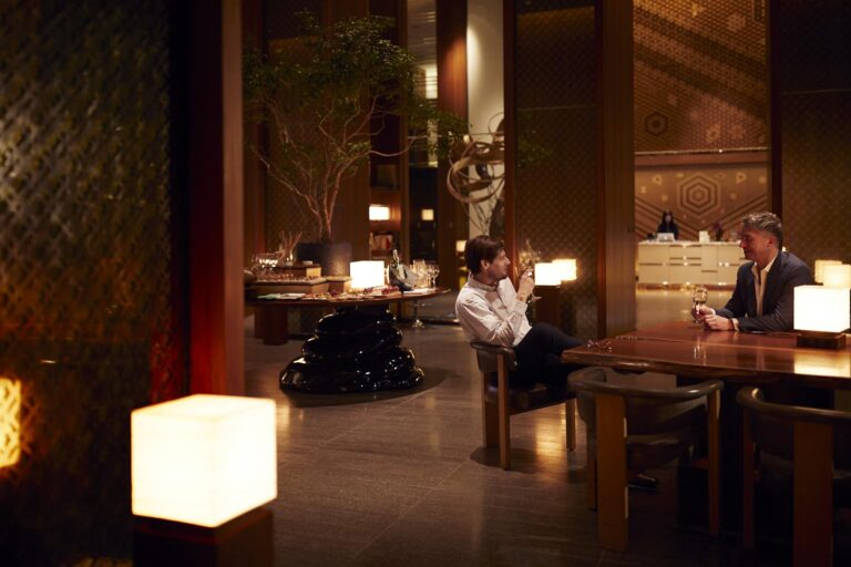 Andaz - K1600_Andaz-Tokyo-Lounge-with-Guests.jpg