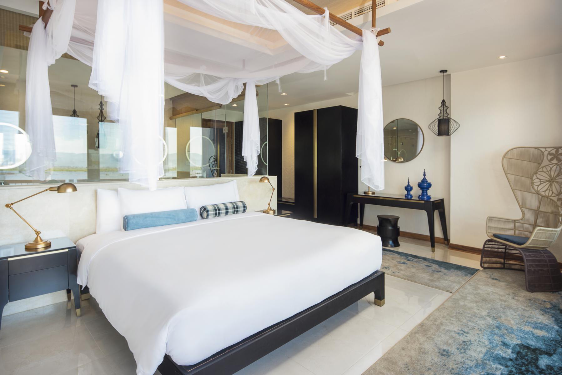 Schlafzimmer im Sofitel Inle am Inle See in Myanmar