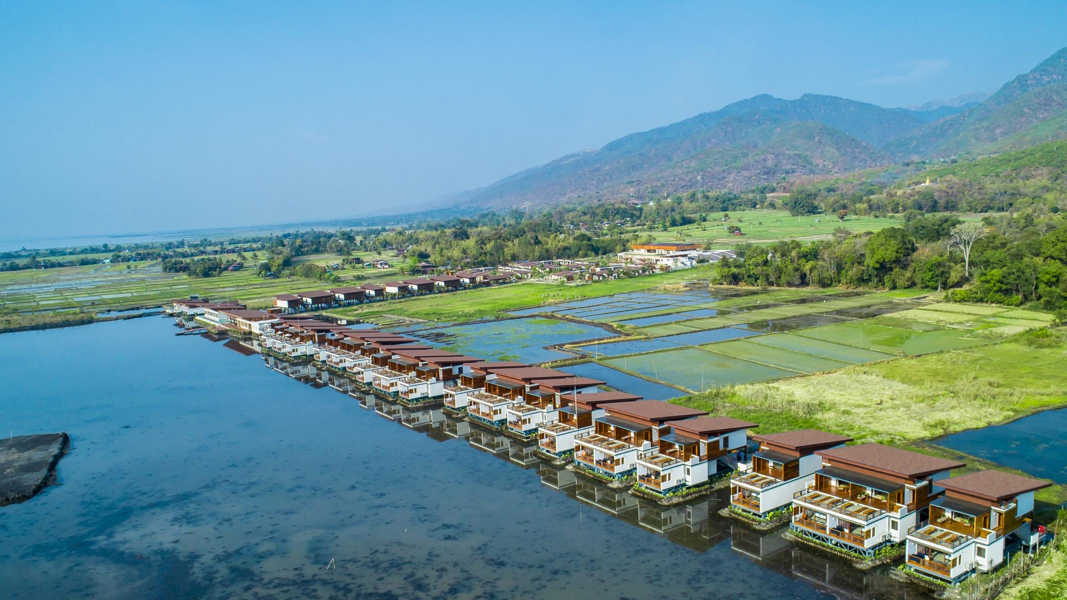 Das Sofitel Inle am Inle See in Myanmar inmitten von Reisfeldern aus der Vogelperspektive