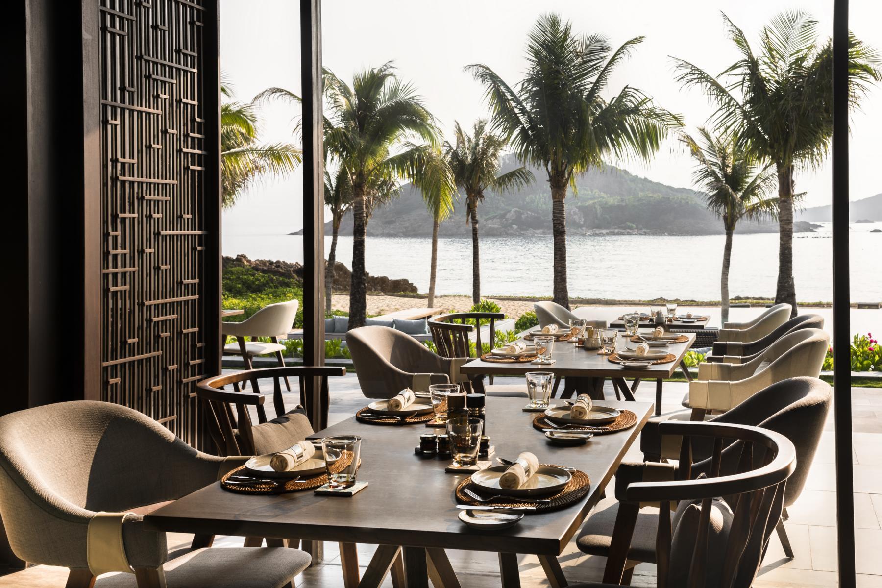 Das Restaurant mit Blick aufs Meer in den Anantara Villas Quy Nhon in Vietnam