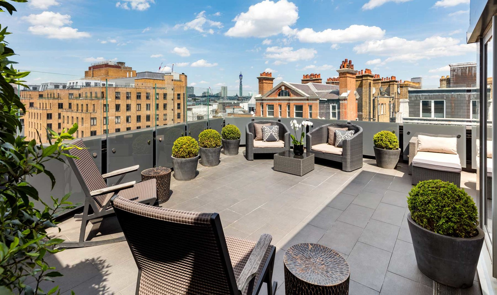 Rundreise - May-Fair-Bedroom-Suite-Ebony-terrace_1600px-wide.jpg