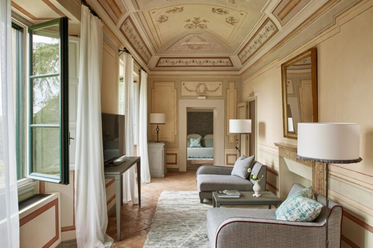 COMO - K1600_Heritage-Suite-Living-Room-High-Resolution-1.jpg