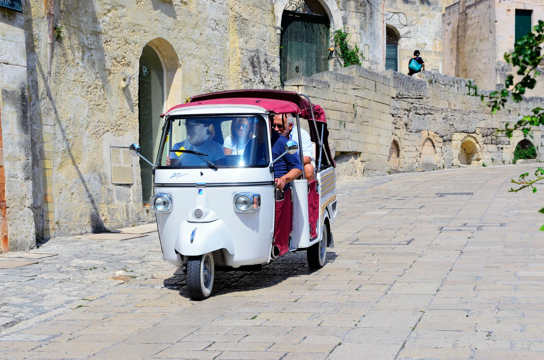 Rundreise - K1600_Xtourists-around-the-historic-village-of-stones-with-a-characteristic-three-wheeler-August-20-2016-Matera-Italy.jpg