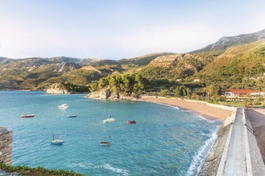 Amansvetistefan - K1600_AMSS-Sveti-Stefan-Beach-view-from-the-island_High-Res_17035.jpg
