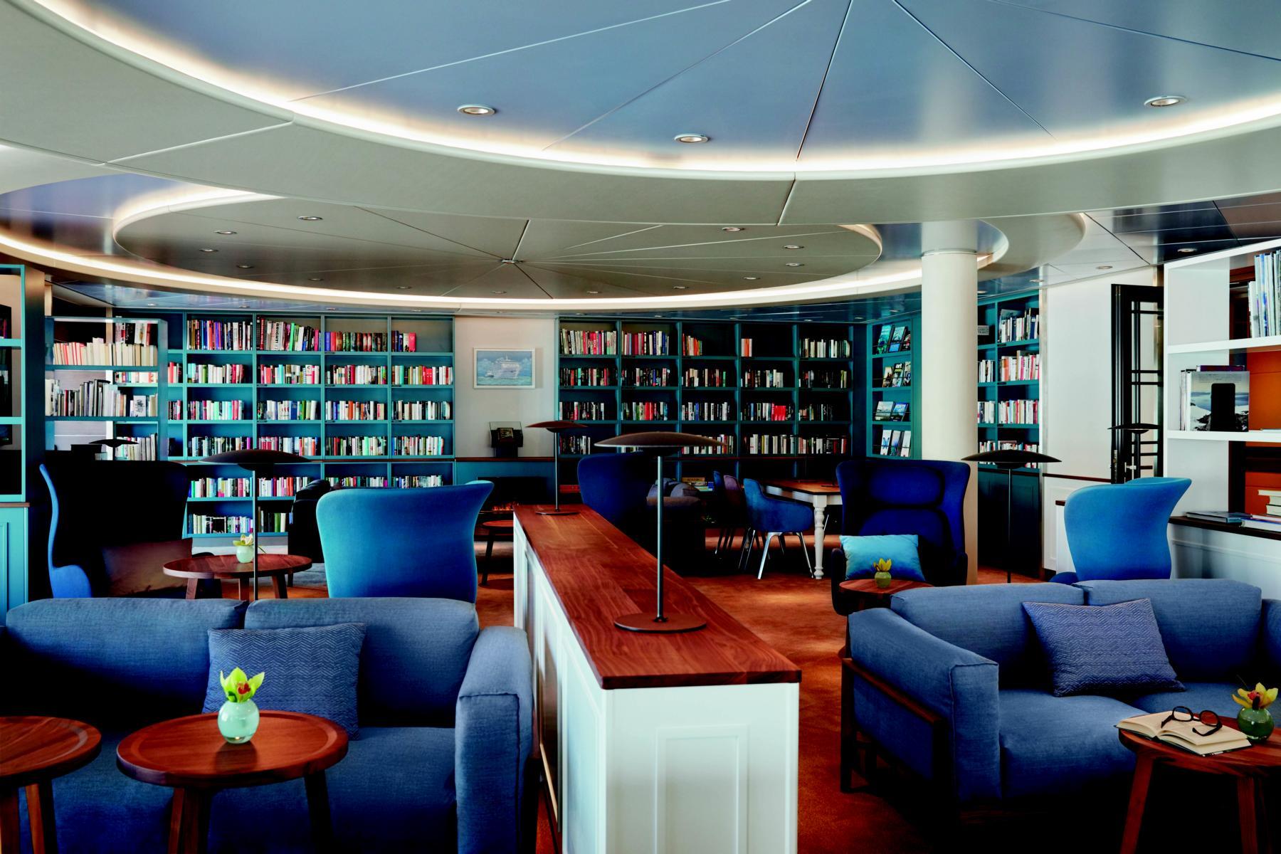 Bibliothek an Bord der MS Europa 2