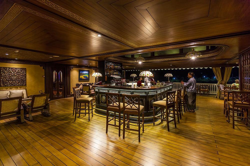 Bar auf der Anawrahta der Heritage Line in Myanmar