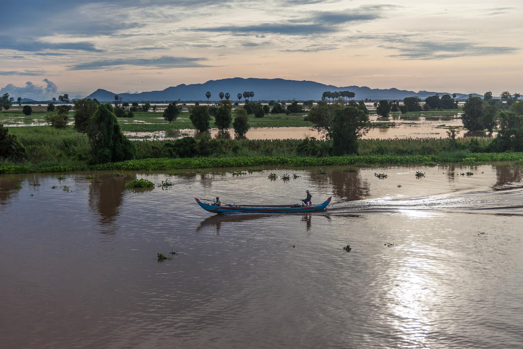 Lokales Boot auf dem Tonle Sap See in Kambodscha
