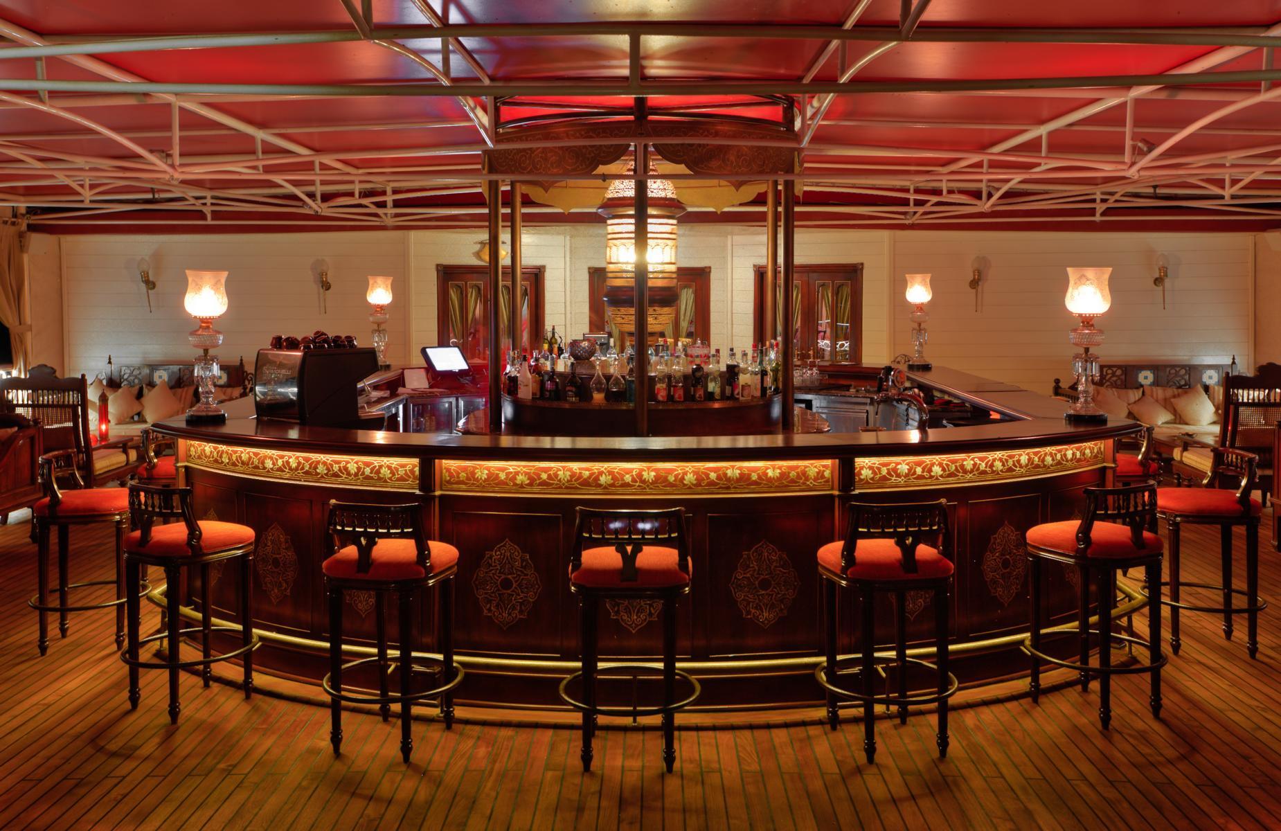 Bar auf der Jahan der Heritage Line auf dem Mekong in Vietnam und Kambodscha