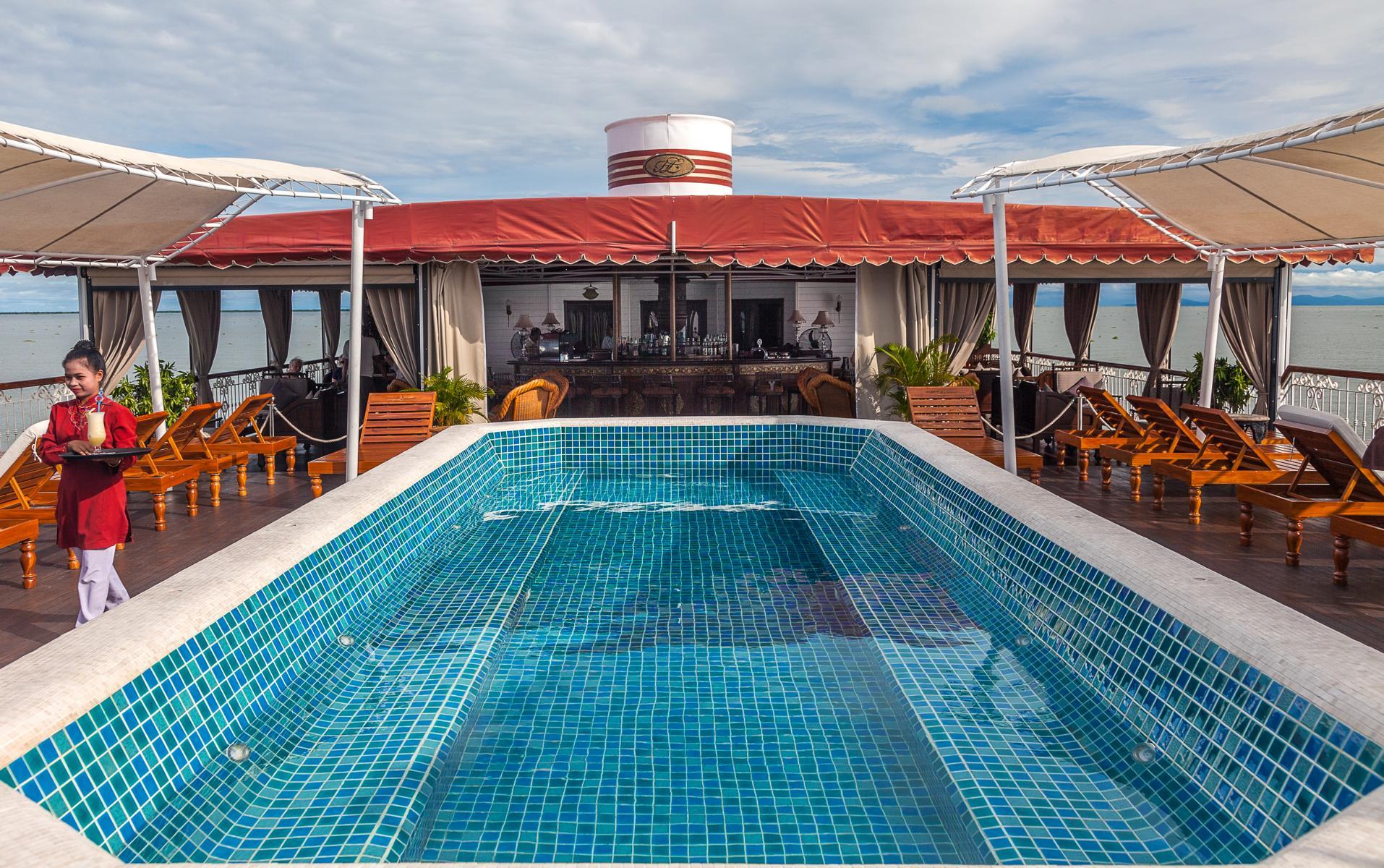 Pool an Deck der Jahan der Heritage Line auf dem Mekong in Vietnam und Kambodscha