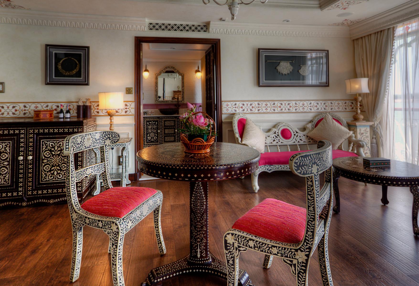 Wohnzimmer einer Suite auf der Jahan der Heritage Line auf dem Mekong in Vietnam und Kambodscha