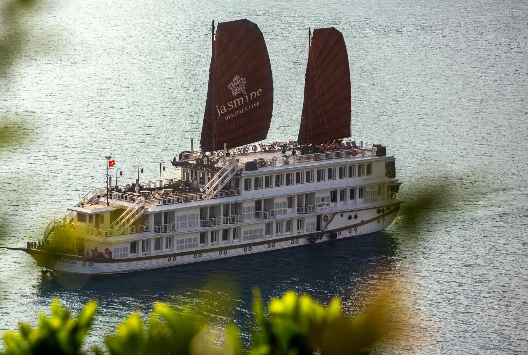 Die Jasmine der Heritage Line in der Halong Bucht