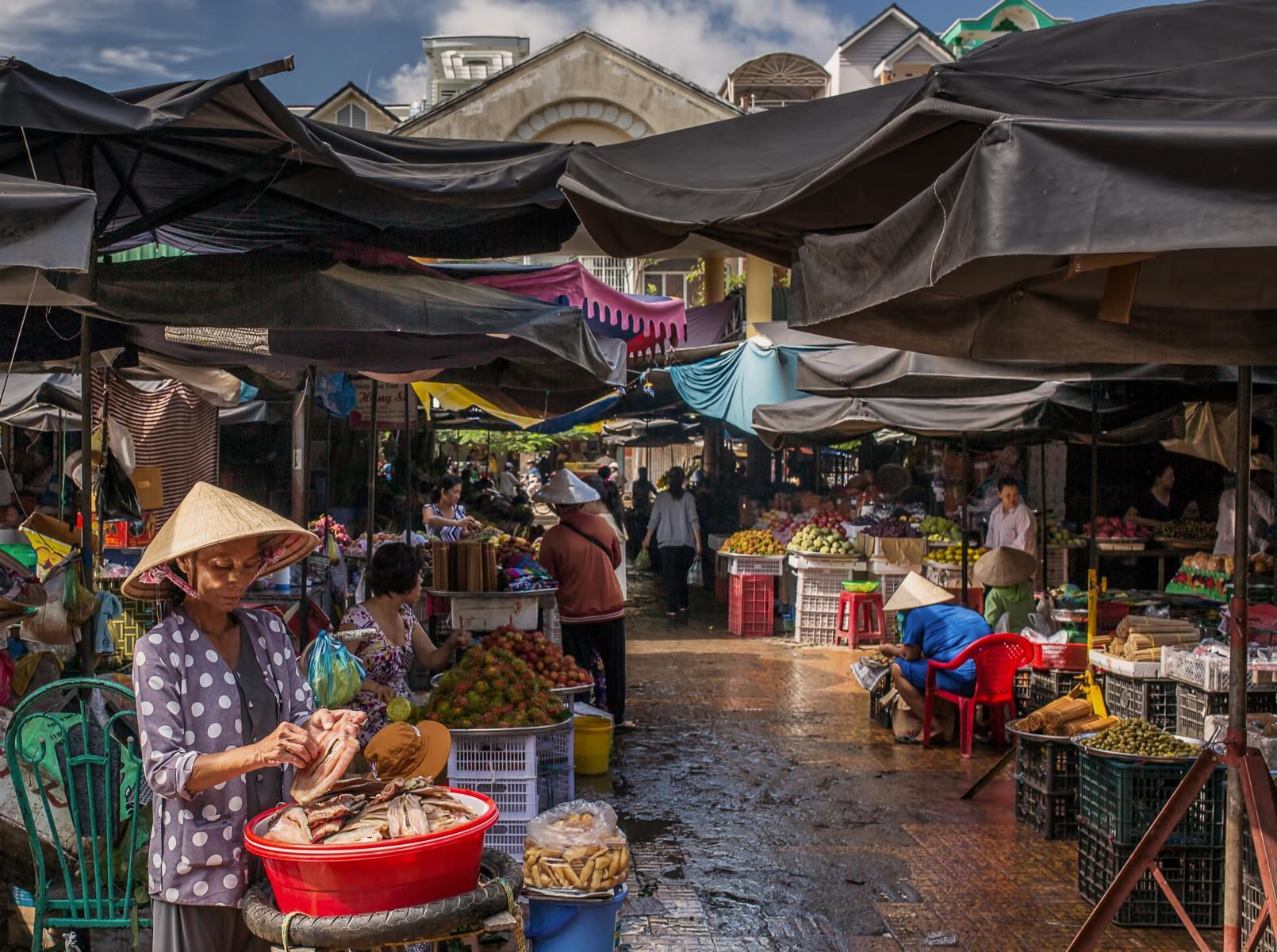 Lokaler Markt im Mekongdelta bei einem Landausflug
