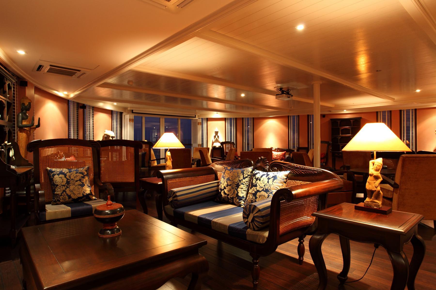 Lounge auf der Jayavarman der Heritage Line auf dem Mekong in Vietnam und Kambodscha