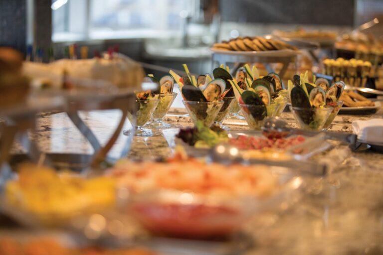 RegentSevenSeas - MAR-2018-La-Veranda-Food.jpg