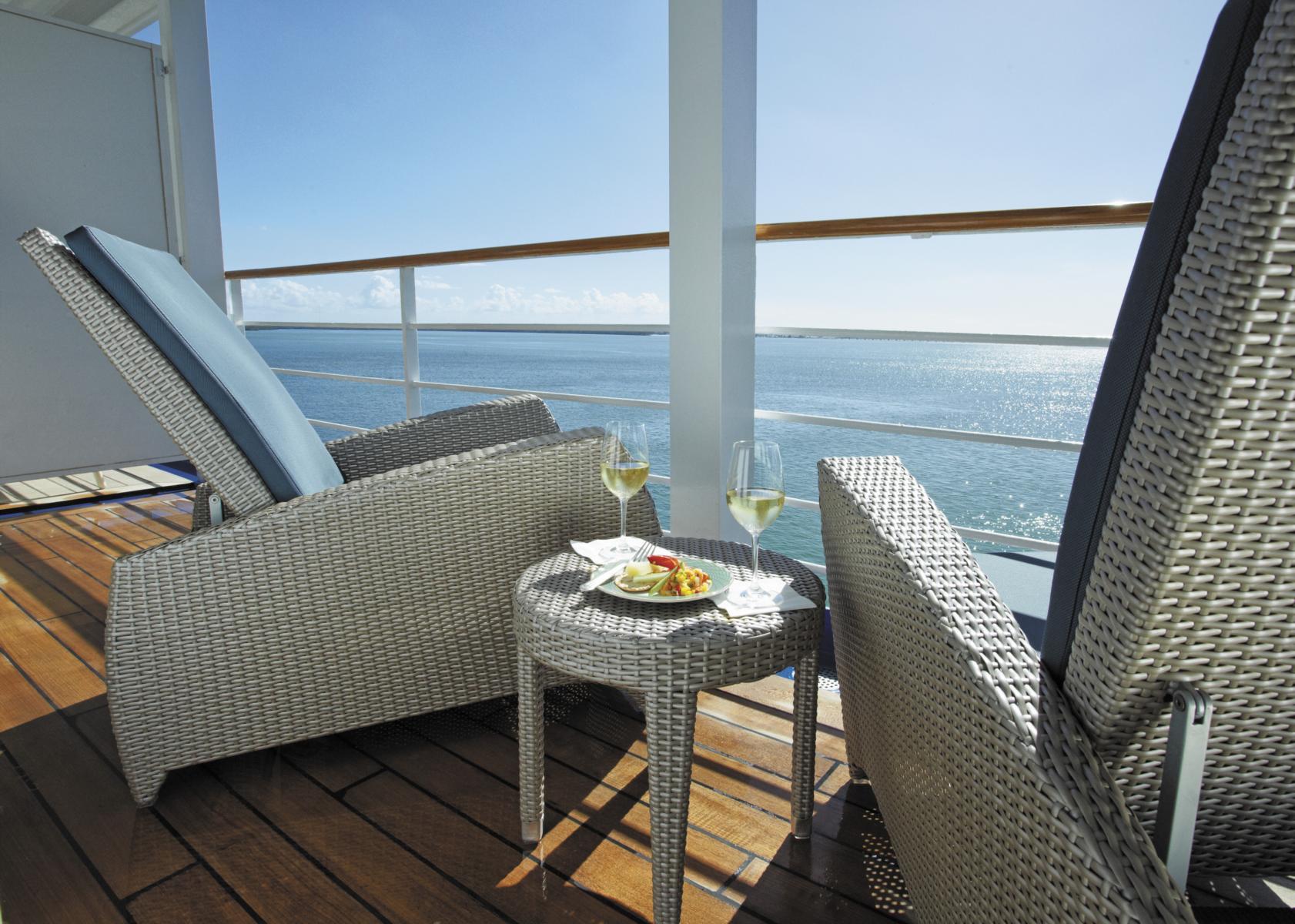 Privater Balkon mit Loungemöbeln auf der Regent Seven Seas Navigator