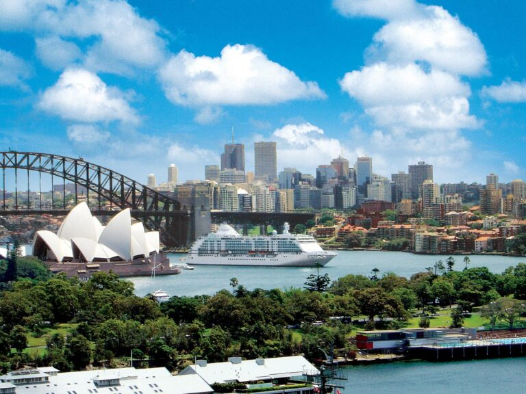 Voyager - VOY-Sydney-Opera-House.jpg