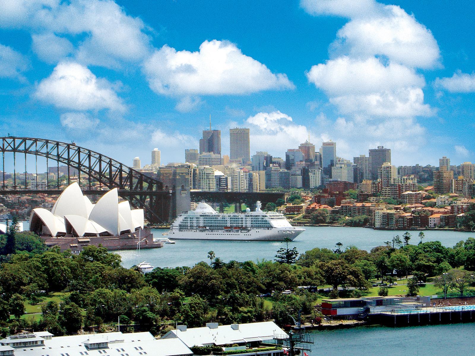 Die Regent Seven Seas Voyager im Hafen von Sydney