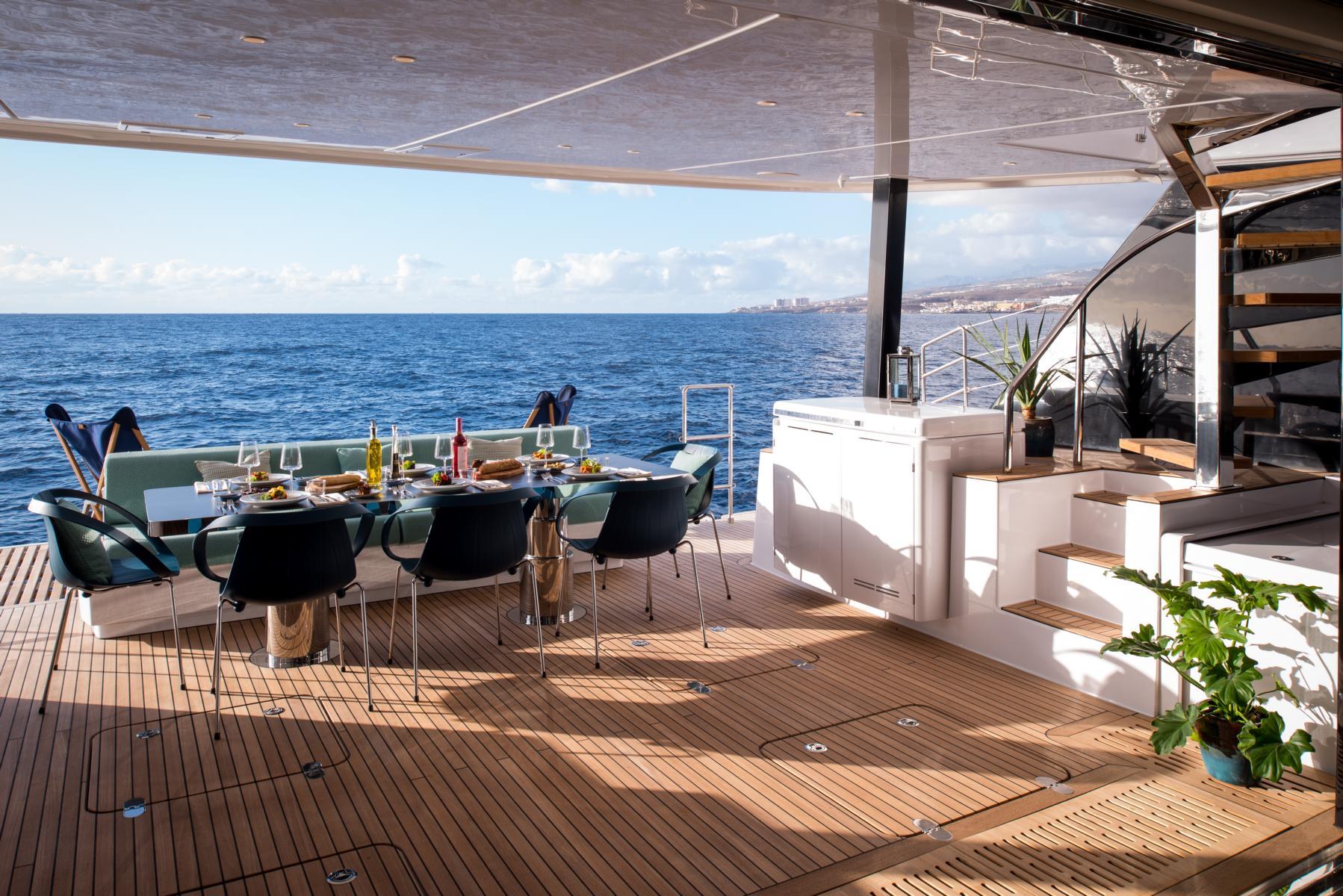 Lounge auf dem Hinterdeck des Samadhi Ocean Resort