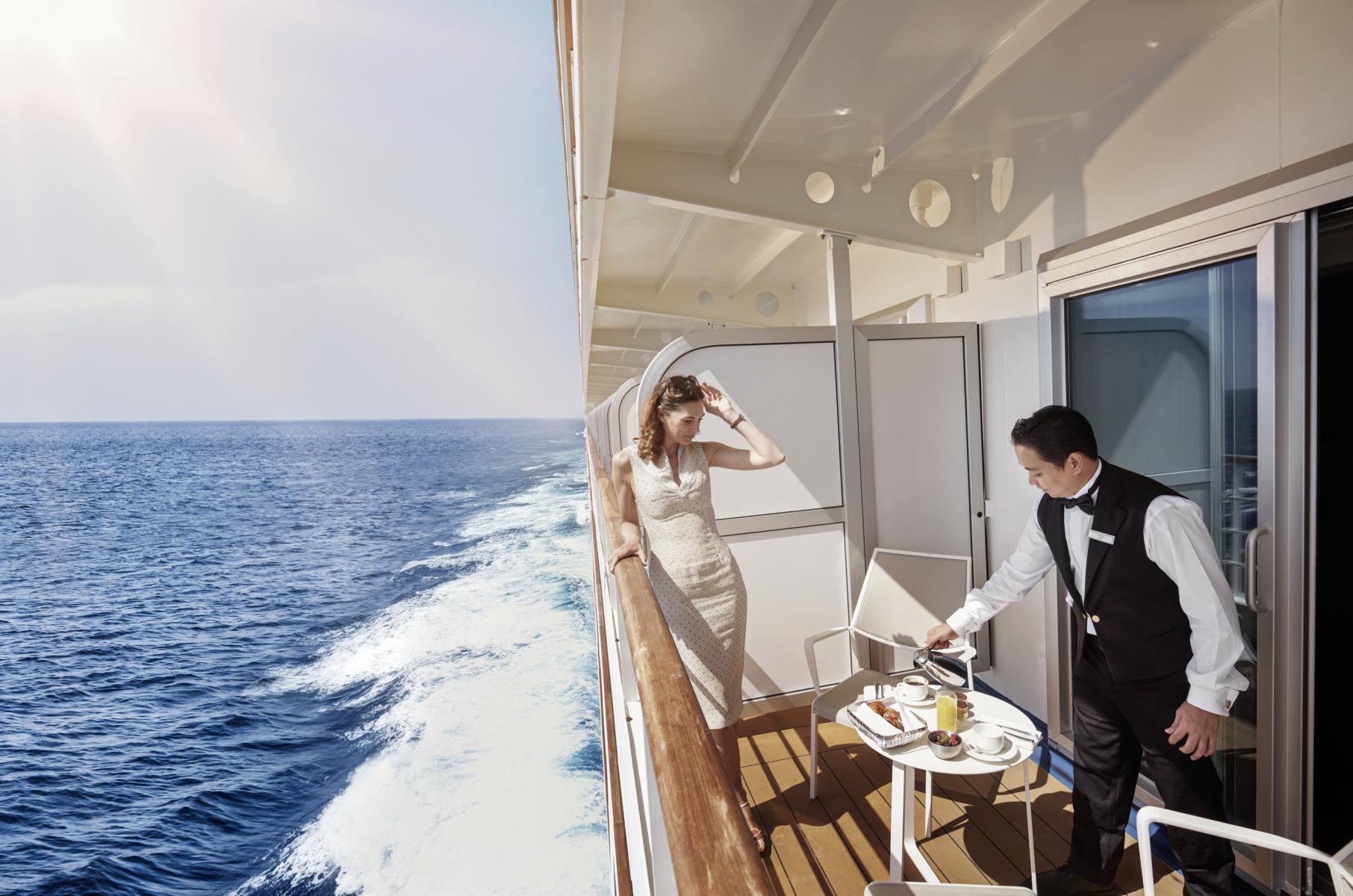 Butlerservice auf einem privaten Balkon der Silver Muse von Silversea Cruises