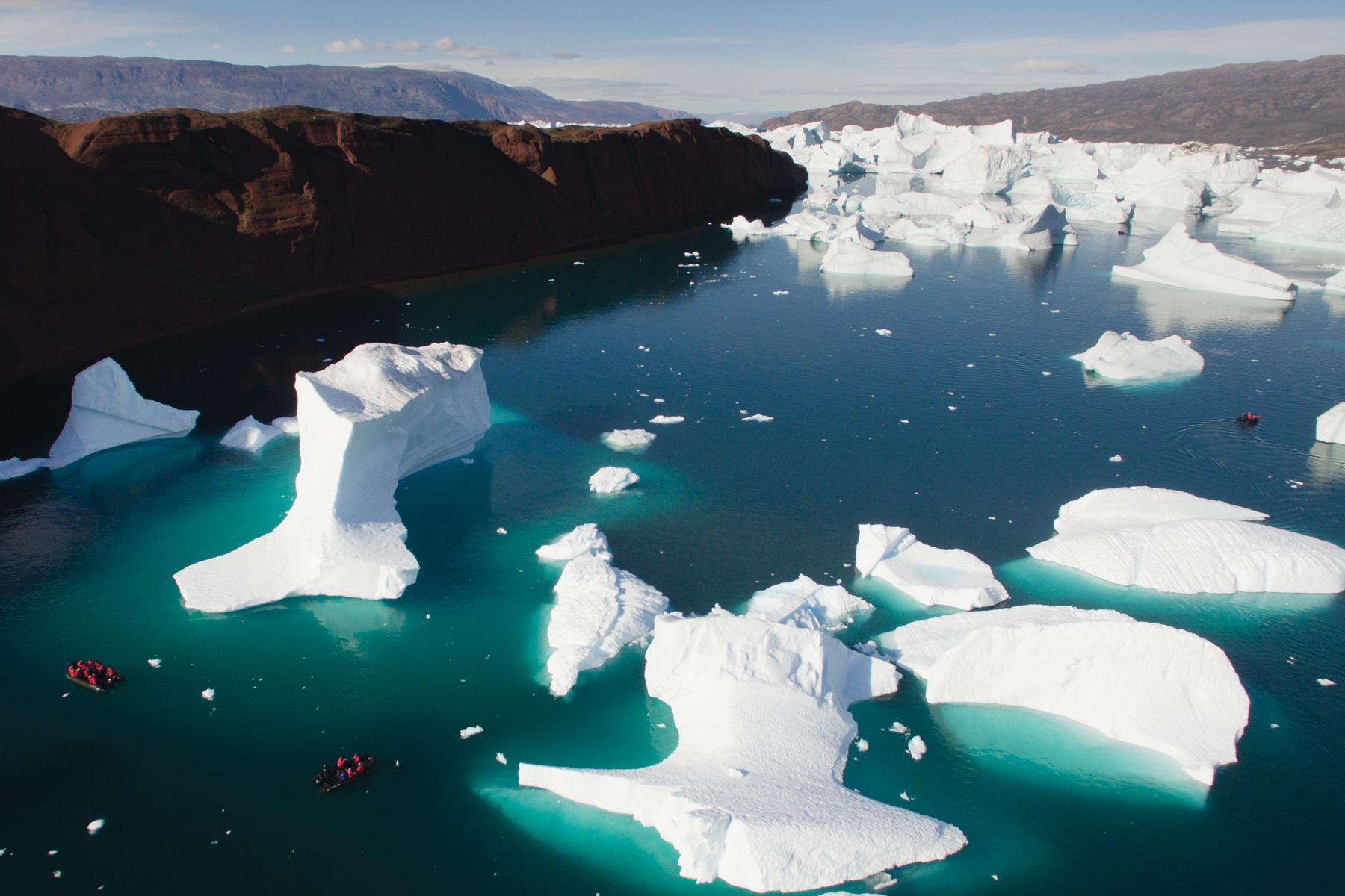 Arktische Gewässer mit Eisschollen auf einer Kreuzfahrt durch die Arktis mit der Silver Wind von Silversea Cruises