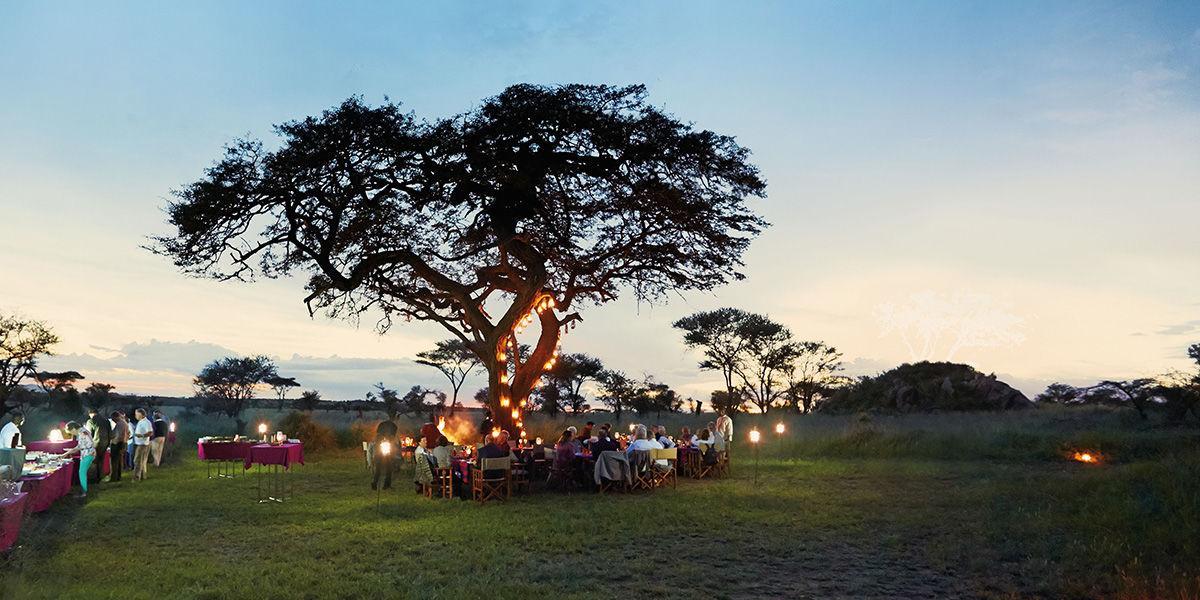Dinner in Afrika auf einer Reise mir dem Private Jet Albert Ballin von Hapag Lloyd