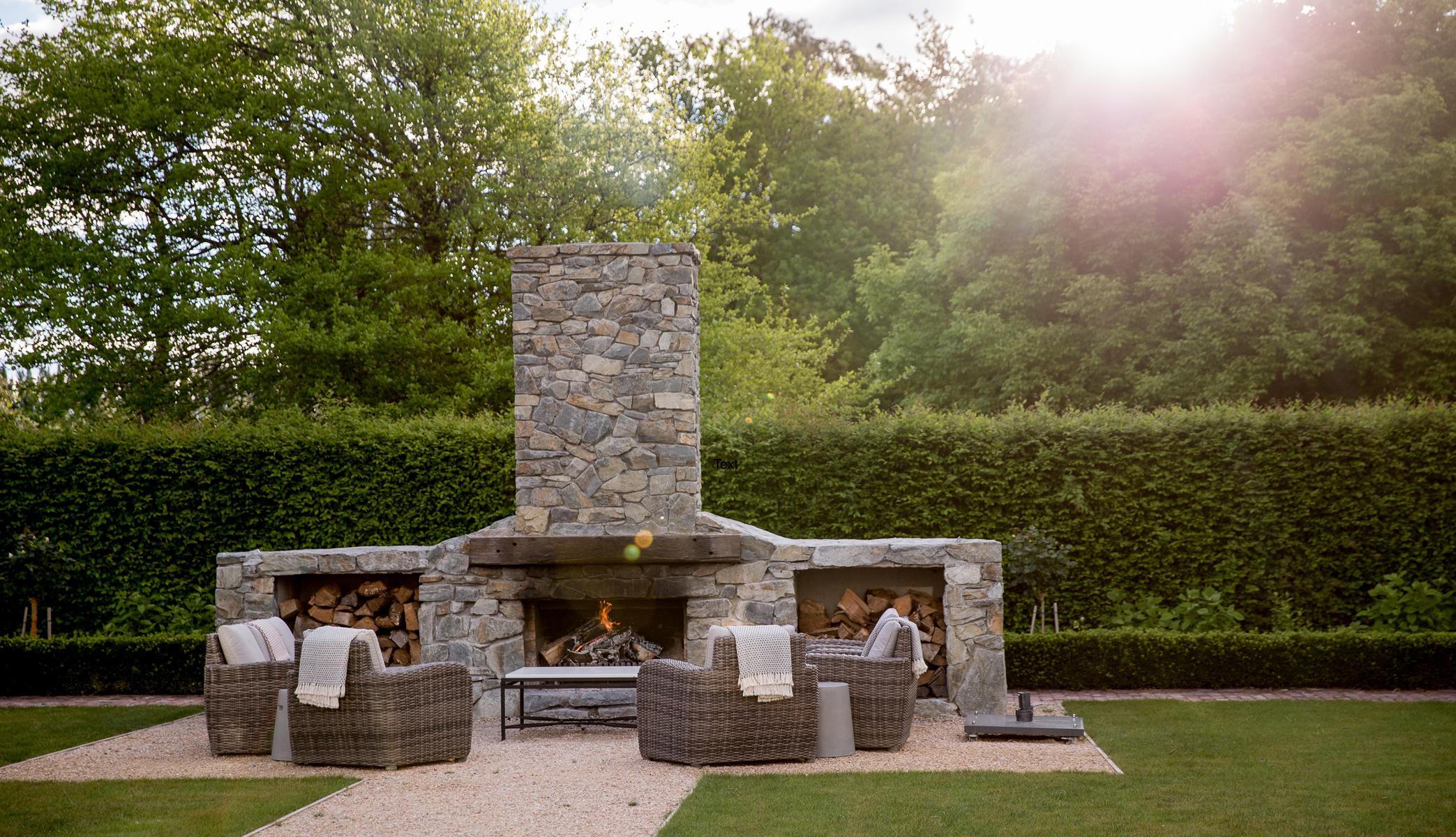 Kamin im Garten in der Marlborough Lodge in Neuseeland