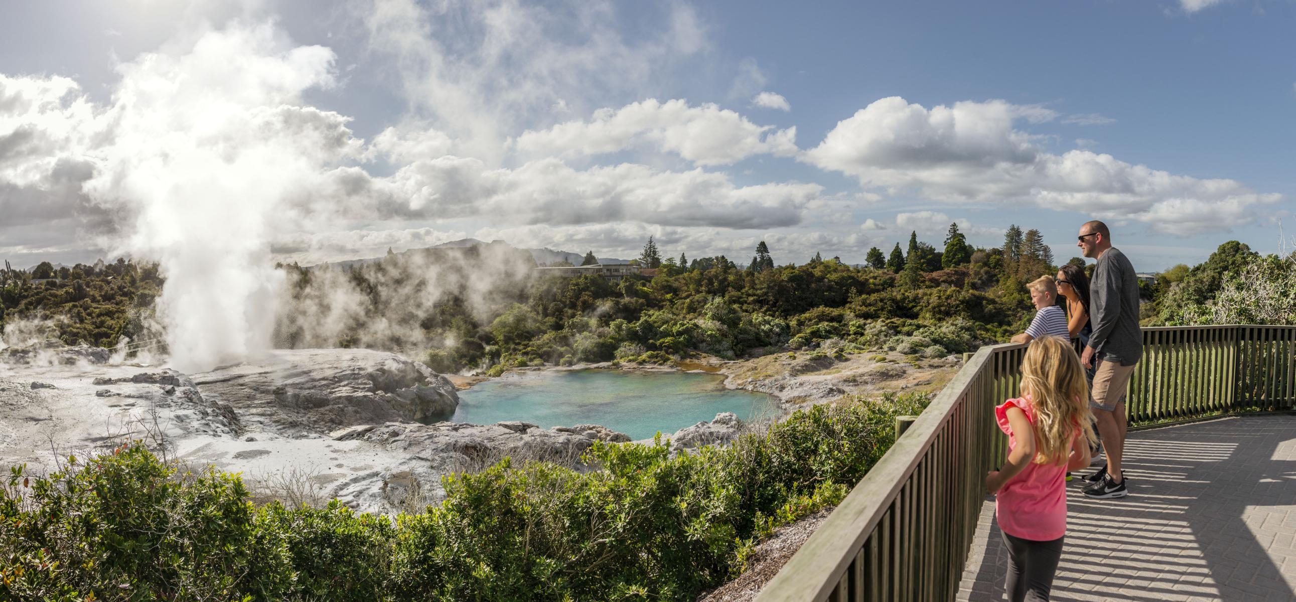 Rundreise - K1600_Te-Puia-Rotorua-Julian-Apse.jpg