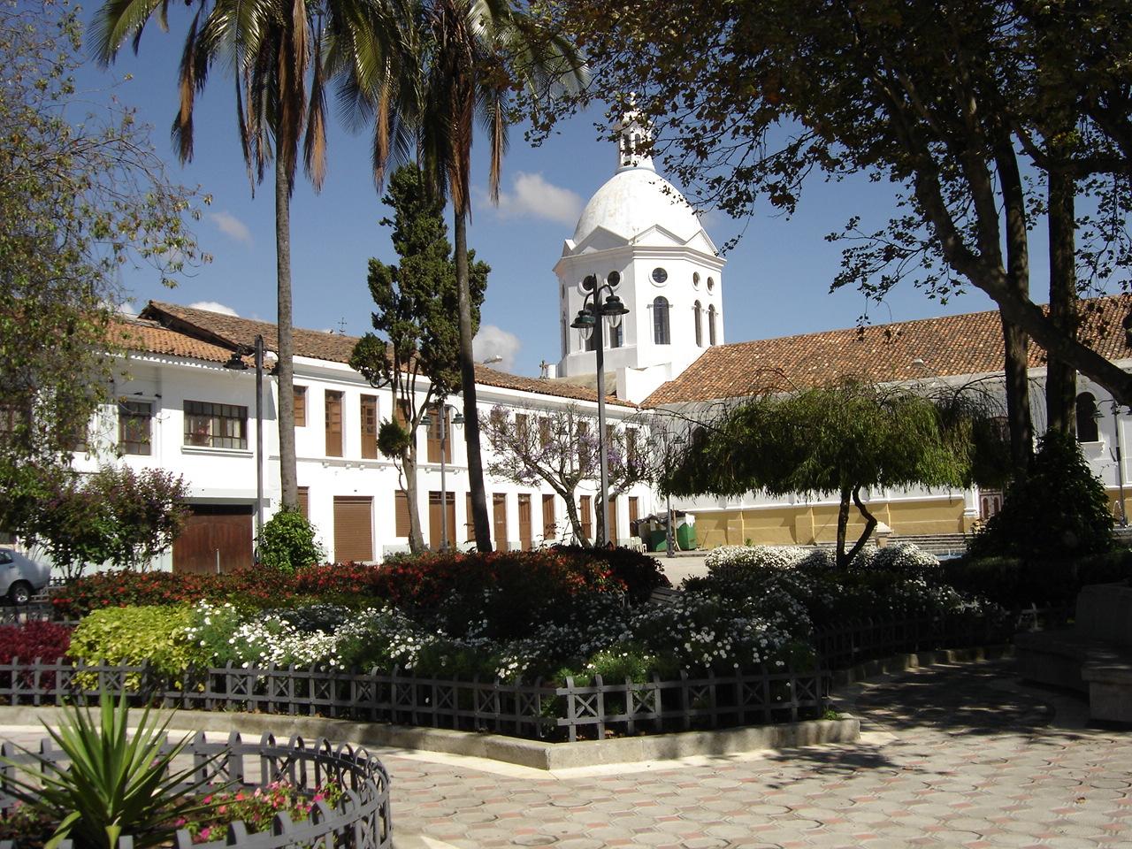Rundreise - Cuenca-Plaza-San-Sebastián-by-Ryan-Whisner-November-2006.jpg