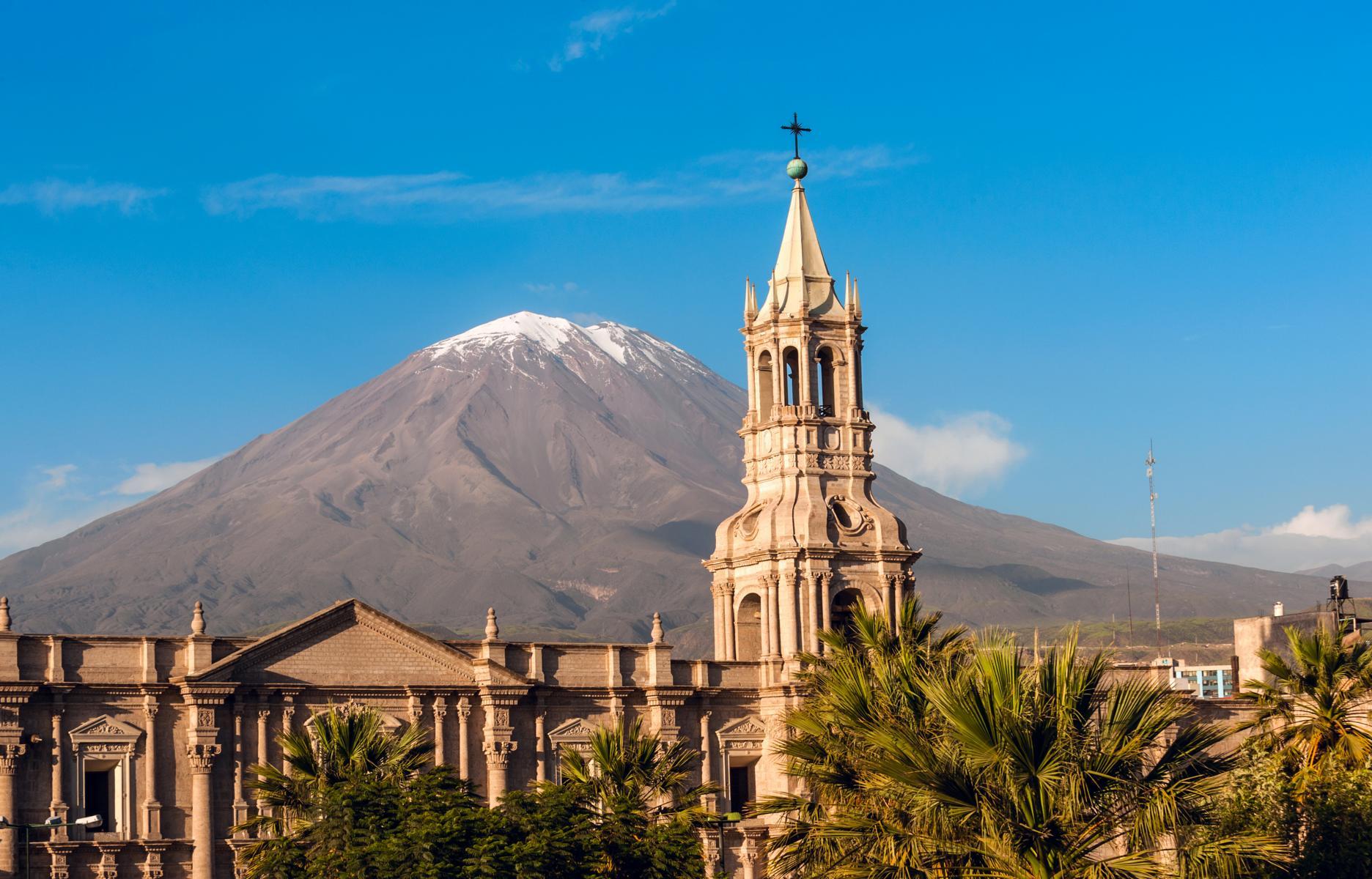 Rundreise - K1600_Arequipa-Peru-Volcano-El-Misti-shutterstock_192977669.jpg