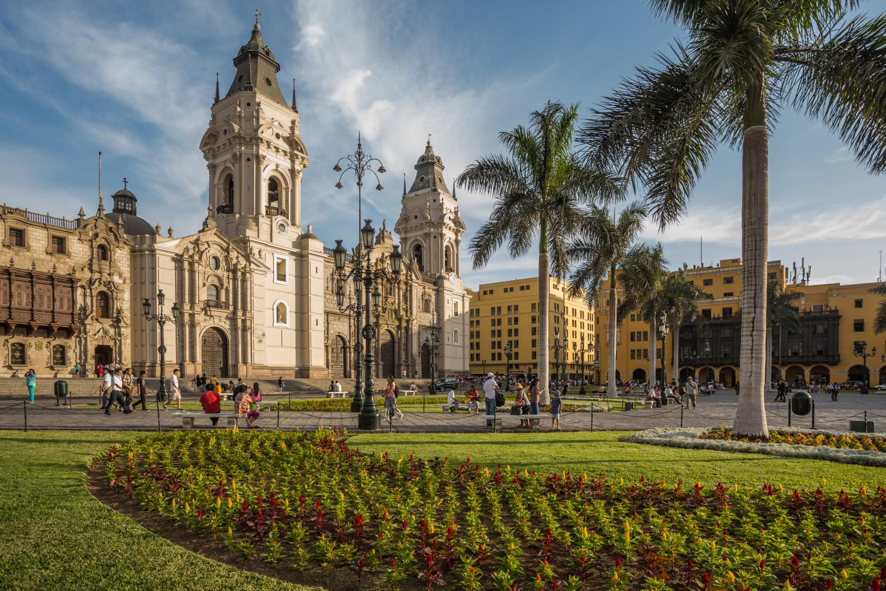 Rundreise - K1600_Lima-Peru-Main-square-cathedral-shutterstock_181523507.jpg